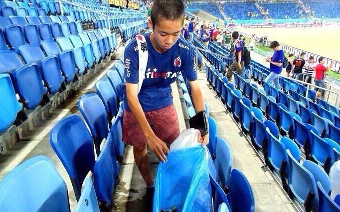 A fine partita, ogni giapponese sa che dovrà ripulire tutto.