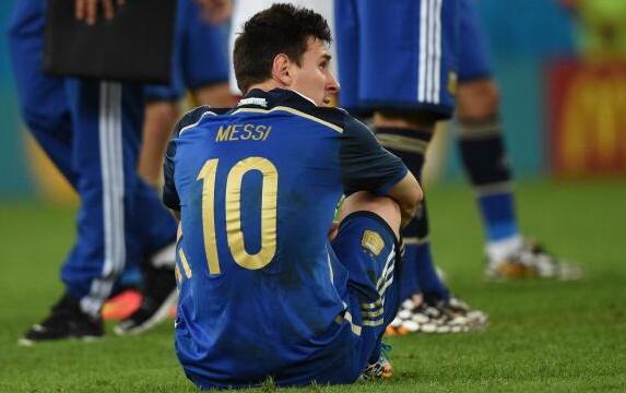 Messi ha visto sfilare via il treno della storia