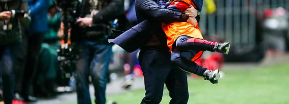 Il Manchester City invita il raccattapalle simbolo dell'eliminazione dello United